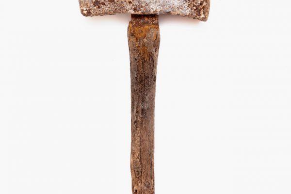 Utensili utilizzati nella prima fase di estrazione in miniera. Circa 1650. Contenuti nel museo dell'oro di Gondo. Martello